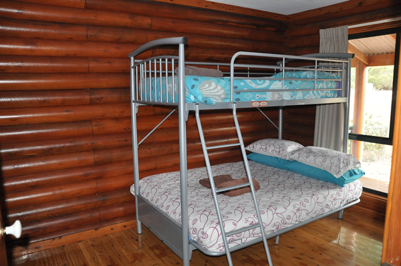 Kangaroo island log cabin accommodation western ki for Log cabin style bunk beds